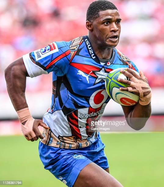 Warrick Gelant of the Bulls advances to score a try during the Super Rugby match between Emirates Lions and Vodacom Bulls at Emirates Airline Park on...