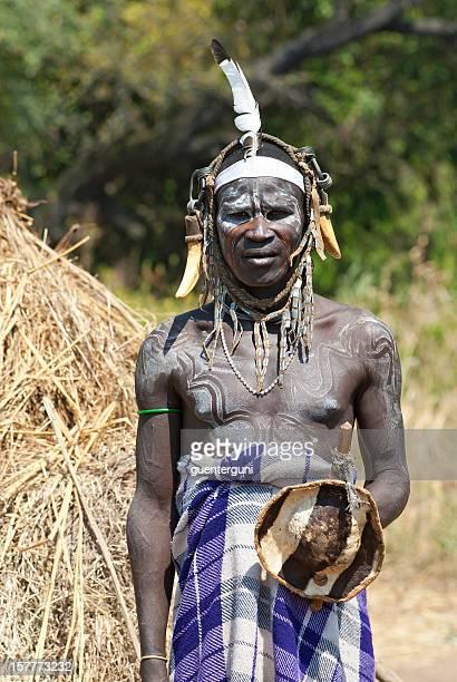 Guerrier de la Culture Mursi en Ethiopie du Sud