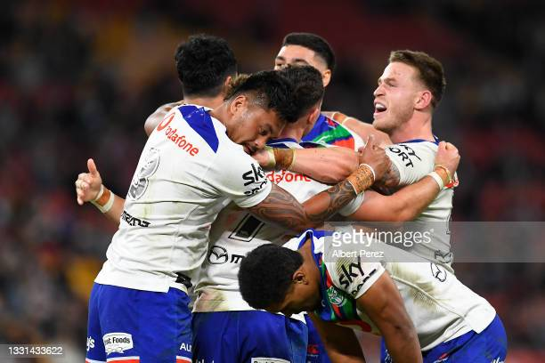Warriors celebrate victory during the round 20 NRL match between the Wests Tigers and the New Zealand Warriors at Suncorp Stadium, on July 30 in...