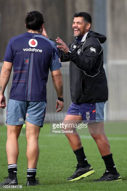 Warriors coach Stephen Kearney speaks to players during a New Zealand Warriors NRL media opportunity at Mt Smart Stadium on August 27 2018 in...