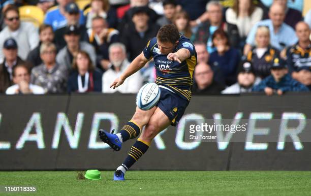Warriors player Duncan Weir kicks the winnning points during the Gallagher Premiership Rugby match between Worcester Warriors and Saracens at Sixways...