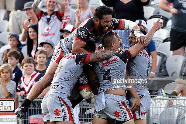 Warriors players celebrate the win during the round five NRL match between the Sydney Roosters and the New Zealand Warriors at Central Coast Stadium...