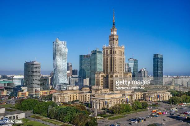 warsaw centrum, the very heart of the polish capital, with rondo dmowskiego roundabout, the zota 44 skyscraper and the soc-realist palace of culture and science, august 11, 2016 - warschau stockfoto's en -beelden