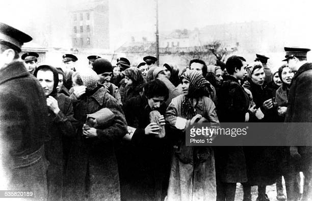 Warsaw Ghetto Distribution of bread in the ghetto Poland World War II Center for Jewish documentation
