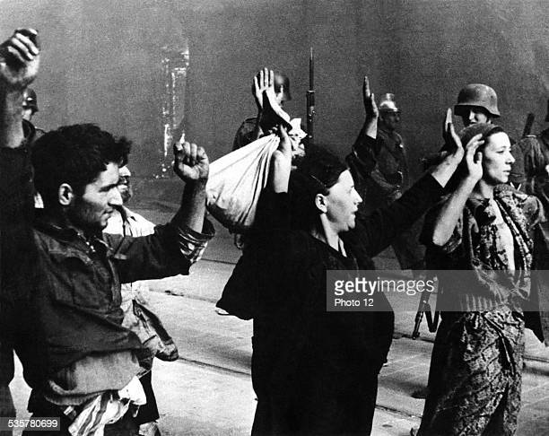 Resistance fighters arrested by German officiers 20th century Poland Second World War war Centre de documentation juive