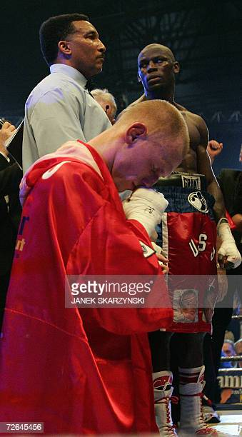 Krzysztof Diablo Wlodarczyk of Poland and US boxer Steven USS Cunningham waiting for verdict after their cruiserweight IBF World Champion title fight...