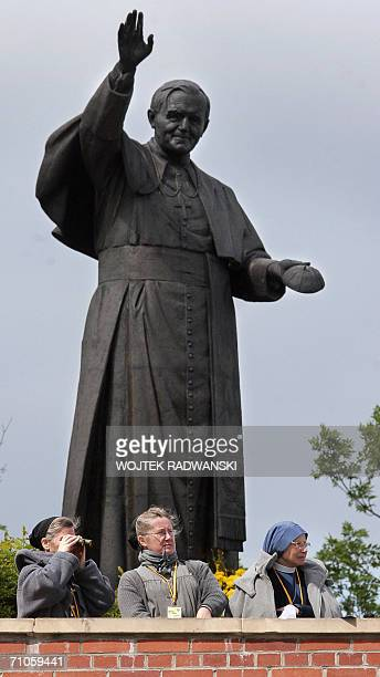 Polish nuns wait for the arrival of Pope Benedict XVI in front of the monument of late Pope John Paul II on Jasnagora Monastery in Czestochowa 26 May...
