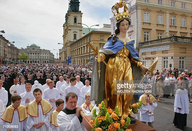 Polish priests carry a statue of holy Madonna as other Warsaw priests nuns and citizens walk in a Corpus Christi Procession in Warsaw 15 June 2006...