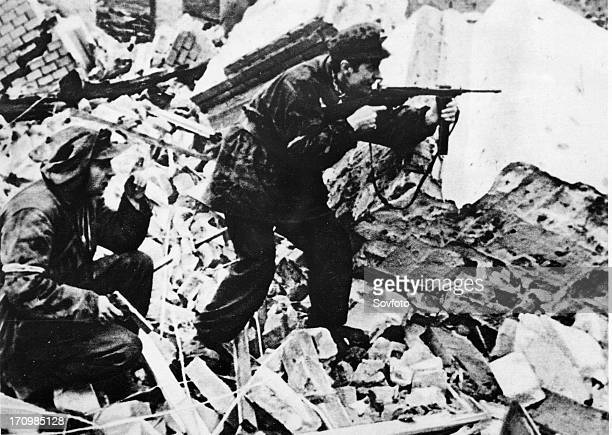 Warsaw uprising poland world war 2 polish partisans in a fire fight with nazi soldiers on the streets of wartorn warsaw