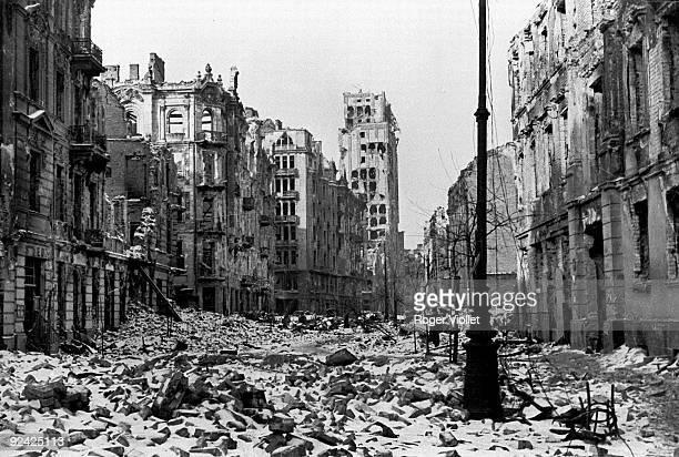 Warsaw. View of the Swietokrzyska street after the 1944 Uprising.