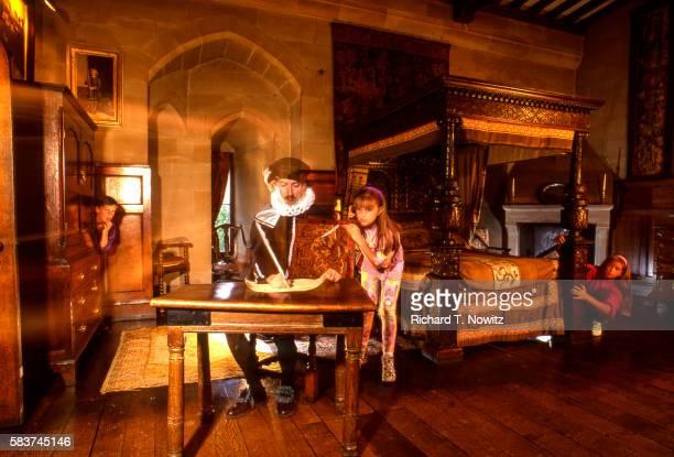 warwick castle haunted room - warwick castle bildbanksfoton och bilder
