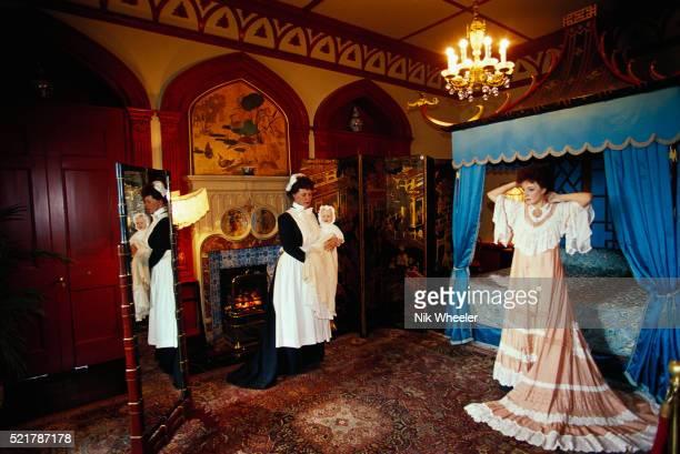 warwick castle wax figures in bedroom - warwick castle bildbanksfoton och bilder