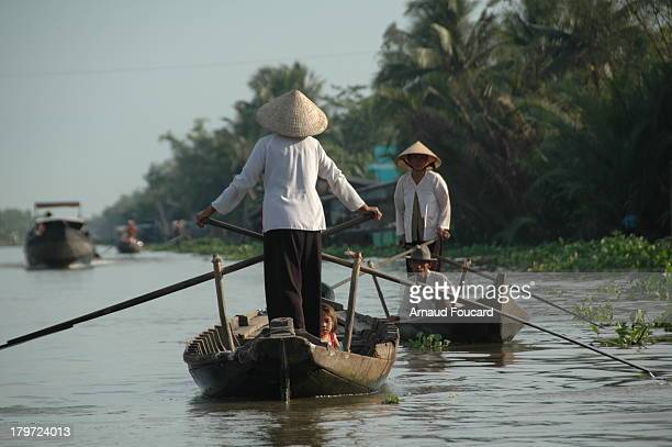 CONTENT] I was lucky enought to capture these 2 ladies wearing white Ao Ba Ba traditional cloth from the mekong delta rowing sampans just out of the...