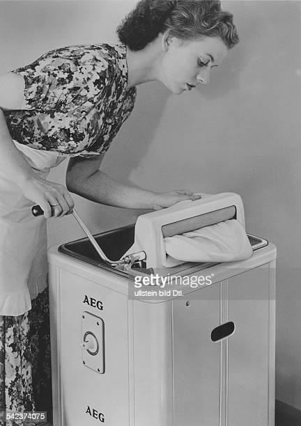 AEG Waschmaschine mit einer Mangel 1955