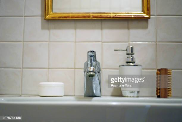 wash basin with brush. and disinfectant - ひげそり用鏡 ストックフォトと画像