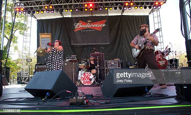 Washboard Breezy PeytonAaron Persingerand Reverend J Peyton of The Reverend Peyton's Big Damn Band performs onstage during the 15th Annual Rib...
