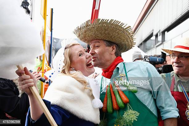 Washer Princess AnnKathrin I and the mayor of Bonn Beuel Juergen Nimptsch celebrate the fat thursday on February 27 2014 in Bonn Germany Beueler...