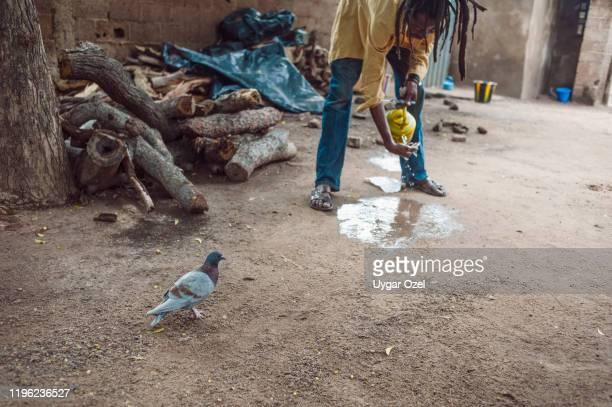 washing face. ouagadougou, burkina faso. - ワガドゥグ ストックフォトと画像