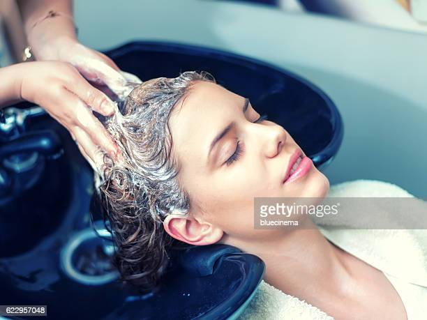 washing hair in hair salon - shampoo stockfoto's en -beelden