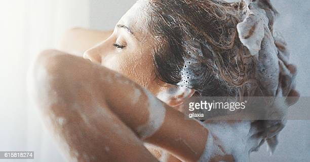 washing hair. - shampoo stockfoto's en -beelden