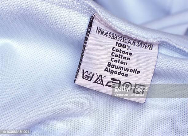 washing label on white cloth, close-up - waschen stock-fotos und bilder