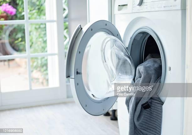 washing machine - cris cantón photography fotografías e imágenes de stock