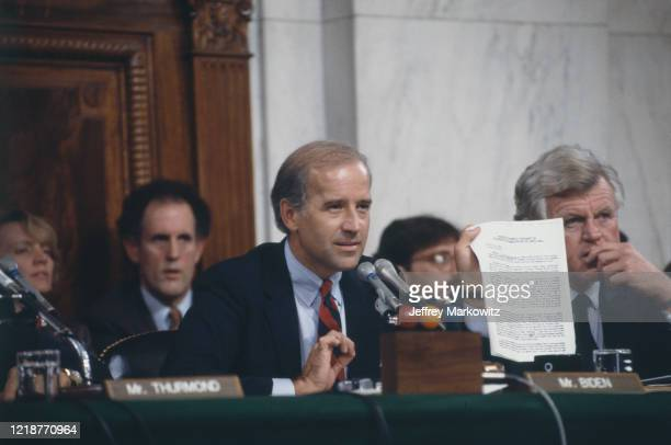 Washington - Audition d'Anita Hill et du Juge Thomas Clarence devant la commission sénatoriale composée notamment de Joe Biden, ici au micro, et de...