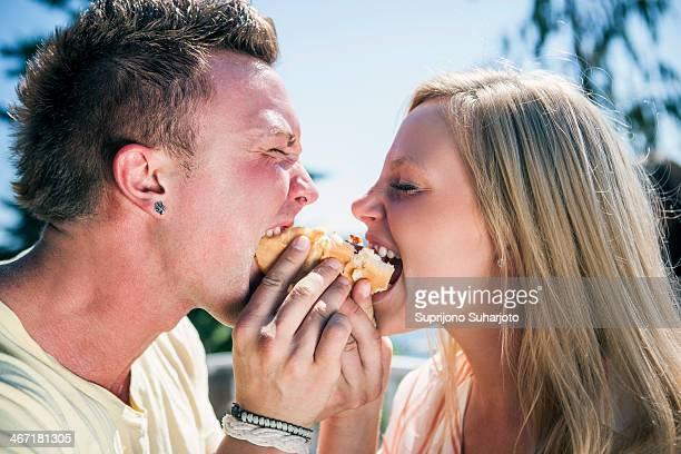 USA, Washington, Bellingham, Young people eating one hot dog