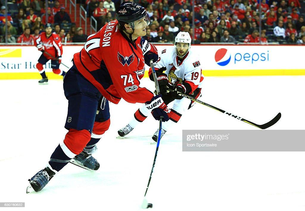 NHL: JAN 01 Senators at Capitals : ニュース写真