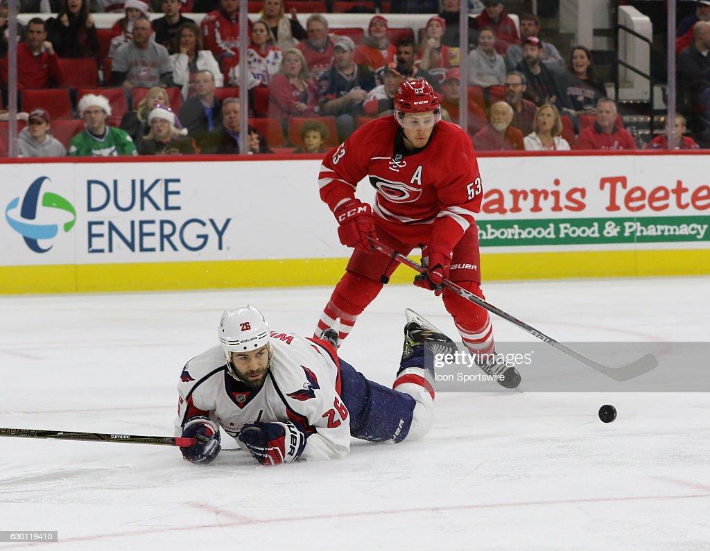NHL: DEC 16 Capitals at Hurricanes : News Photo