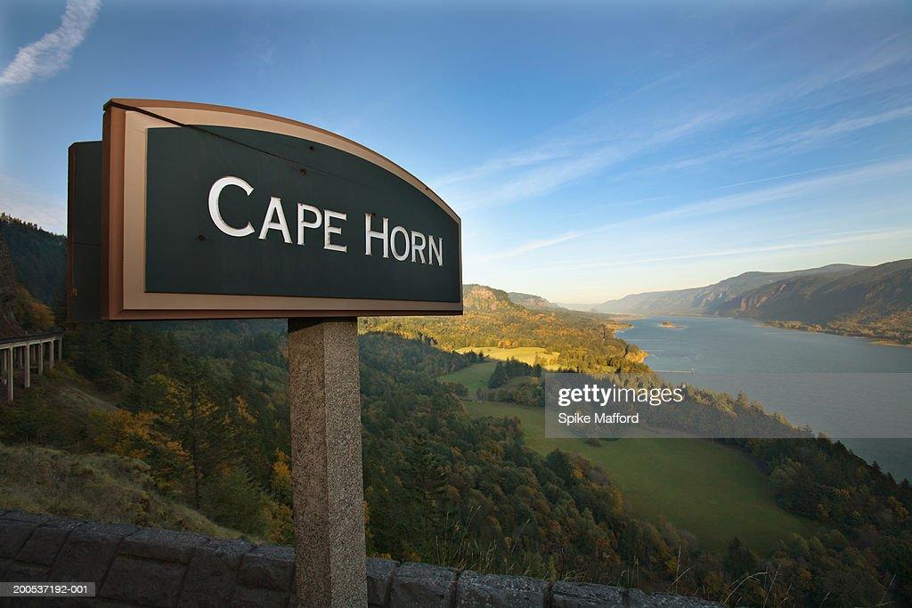 USA, Washington, Columbia River and 'Cape Horn' sign at dusk : Stock-Foto