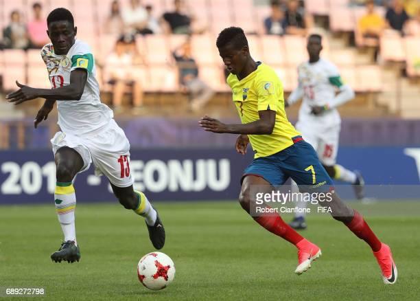 Washington Corozo of Ecuador runs with the ball during the FIFA U20 World Cup Korea Republic 2017 group F match between Senegal and Ecuador at Jeonju...