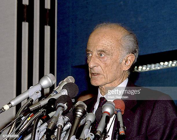 Washington DC 3151988 Fred Zinnermann at news conference at the National Press Club on the colorization of Movies Alfred Fred Zinnemann was an...