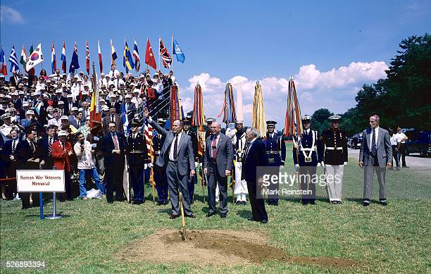 Washington DC 6141992 President George HW Bush waves to the crowd of servicemen gathered to watch him and Marine Corps Generals Paul X Kelly and...