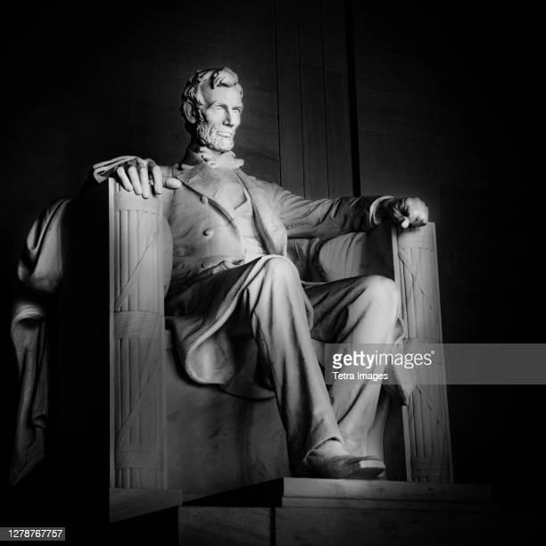 usa, washington d.c., abraham lincoln statue in lincoln memorial - präsident stock-fotos und bilder