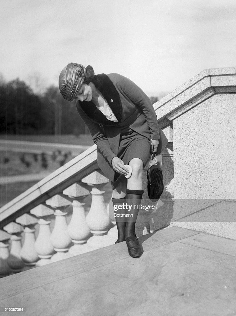 Woman Powdering Her Legs on Stairs : News Photo
