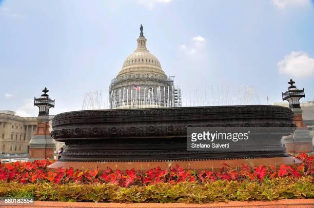 USA, Washington D.C., fountain and Capitol