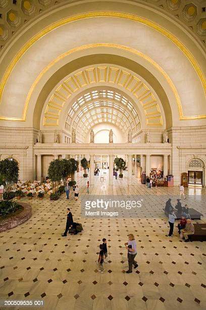 usa, washington, dc, interior of union station, elevated view - ワシントンdc ユニオン駅 ストックフォトと画像