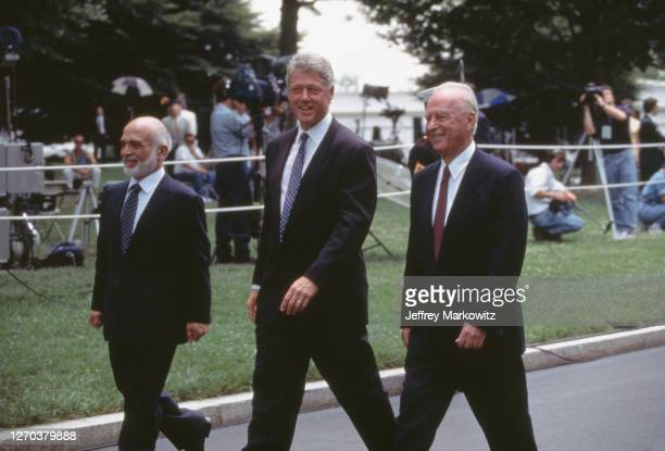 Washington DC, Israel and Jordan sign agreement ending state of war. From left to right : King Hussein of Jordan, Bill Clinton and Yitzhak Rabin.