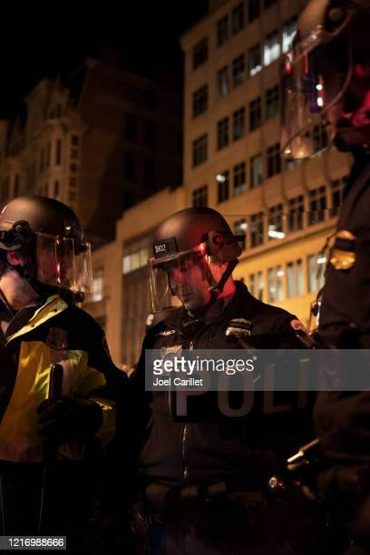 washington d.c. police in protective gear - riot police stock pictures, royalty-free photos & images