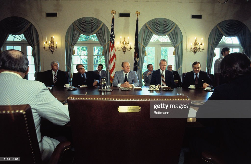 Gerald Ford Holding Cabinet Meeting & Gerald Ford Holding Cabinet Meeting Pictures | Getty Images