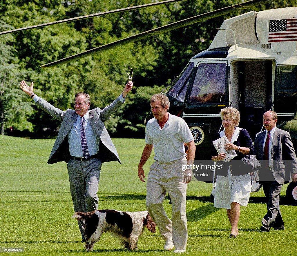 President George H.W. Bush returns from Camp David : Nachrichtenfoto