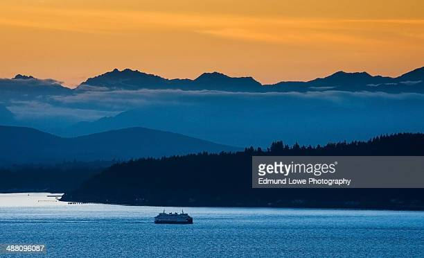 washington ferry and the olympics - kitsap county washington state stock pictures, royalty-free photos & images