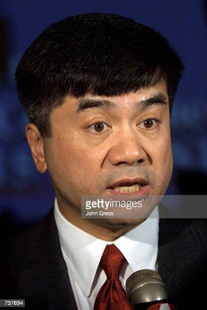 Washington Governor Gary Locke answers questions from the press February 2 2001 during a news conference at the Western Governors'' Association's...