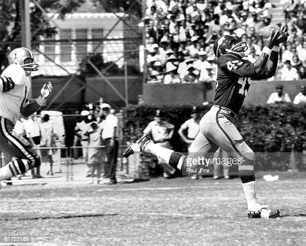 Washington Hall of Fame running back Bobby Mitchell of makes an overtheshoulder catch in a 3010 win over the New Orleans Saints at Tulane Stadium in...
