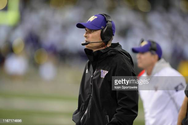 Washington Huskies head coach Chris Petersen looks on during a PAC12 conference game between the Cal Bears and the University of Washington at Husky...