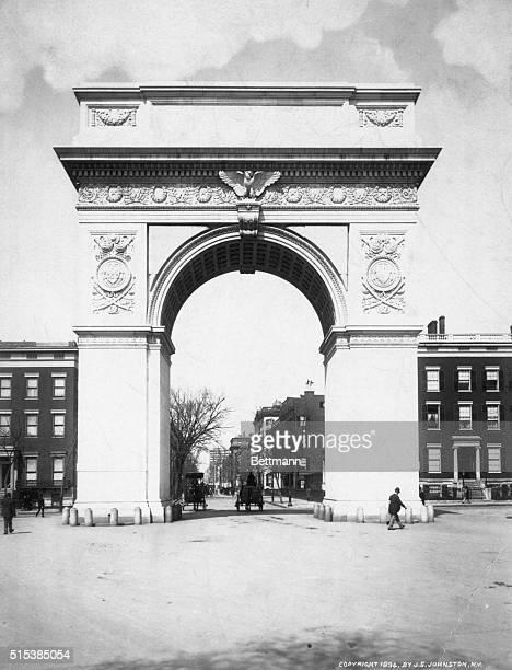 Washington Memorial Arch, Washington Square Park, New York City, built 1889-92. Architects: McKim, Mead & White. Designer: Stanford White. Photograph...