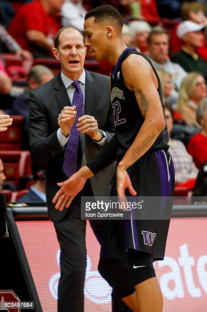 Washington Men's Basketball Head Coach Mike Hopkins has words for Washington Men's Basketball Junior Forward Dominic Green during the Stanford...