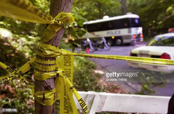 Washington Metropolitan Police officers secure the perimeter 23 May 2002 around the area where the remains of Chandra Levy were found at the Rock...