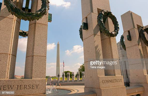 washington monument - national world war ii memorial stock pictures, royalty-free photos & images